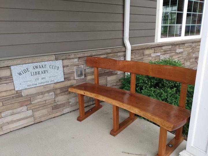 woodwn bench